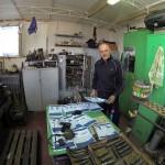 Многолетний напарник по крымским охотам – Виктор Бартыш. У него на работе мы часто конструируем какие-нибудь усовершенствования к нашему охотничьему снаряжению
